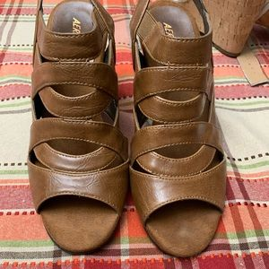 Aerosoles Brown Strappy Block Heels NWOT